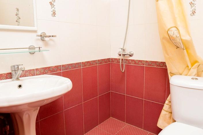 Туалетная комната номера Комфорт отеля Островок