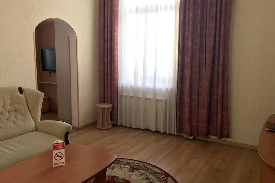 Люкс двухместный двухкомнатный гостиницы Палас