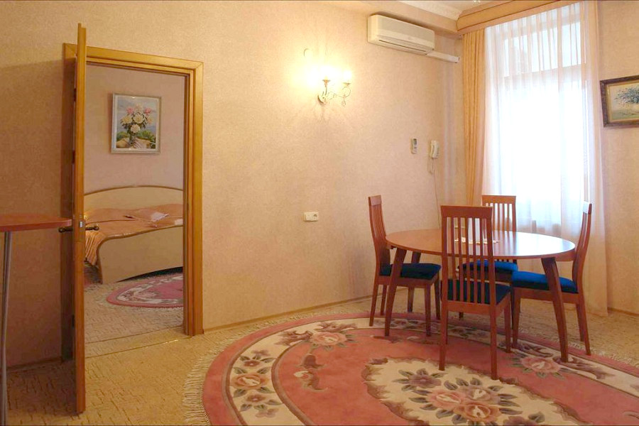 Апартаменты двухместные двухкомнатные с сауной в гостинице Палас