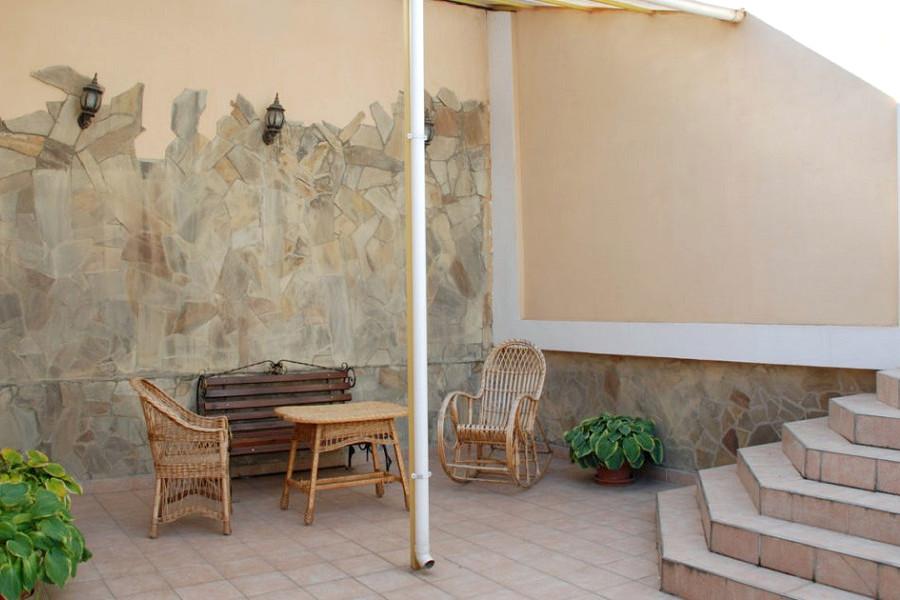 Люкс двухместный двухкомнатный с летним двориком в гостинице Палас