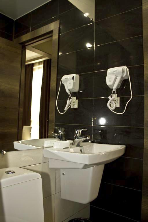 Туалетная комната в номере отеля Пальма, Гагра, Абхазия