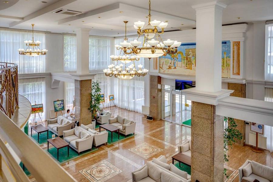 Холл отеля Palmira Palace