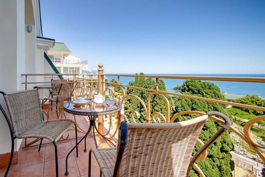 Балкон номера Стандарт Комфорт с видом на море отеля Palmira Palace