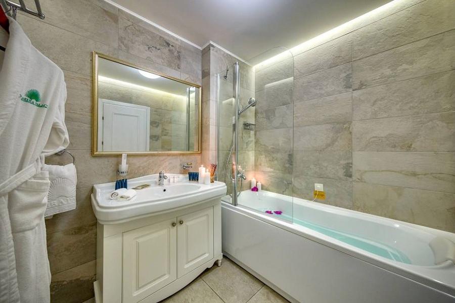 Туалетная комната номера Делюкс отеля Palmira Palace