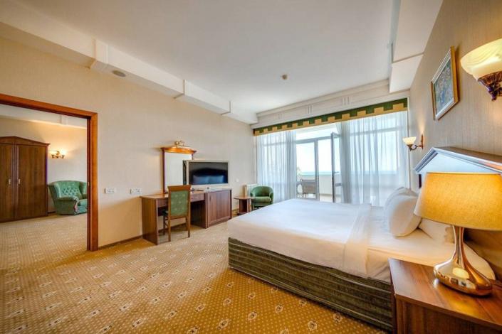 Люкс двухместный двухкомнатный отеля Palmira Palace