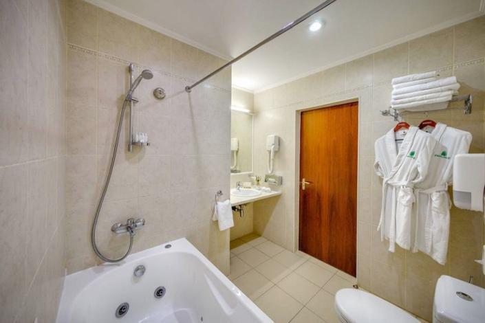 Туалетная комната номера Люкс отеля Palmira Palace