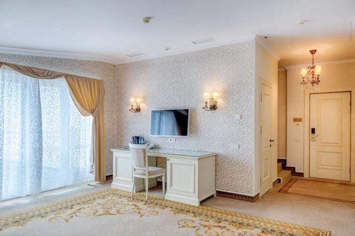 Люкс Париж двухместный двухкомнатный двухуровневый отеля Palmira Palace