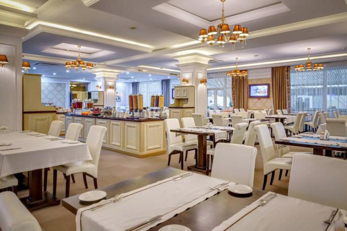 Ресторан Paradiso отеля Palmira Palace