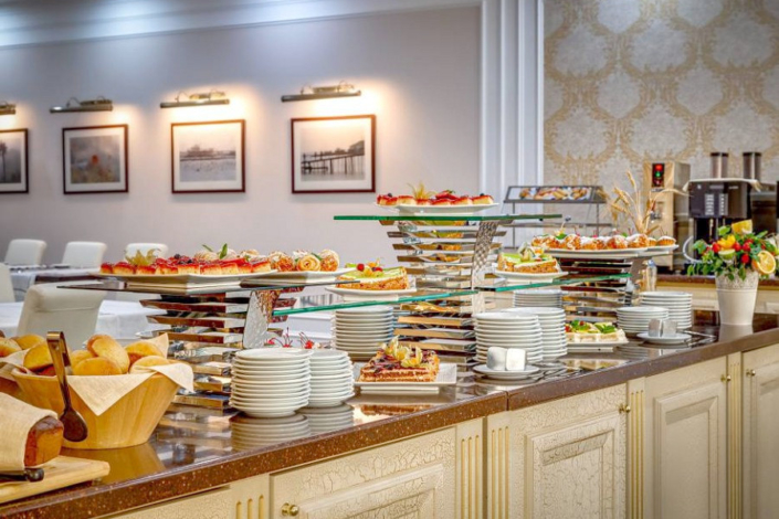 Шведский стол в ресторане Paradiso отеля Palmira Palace