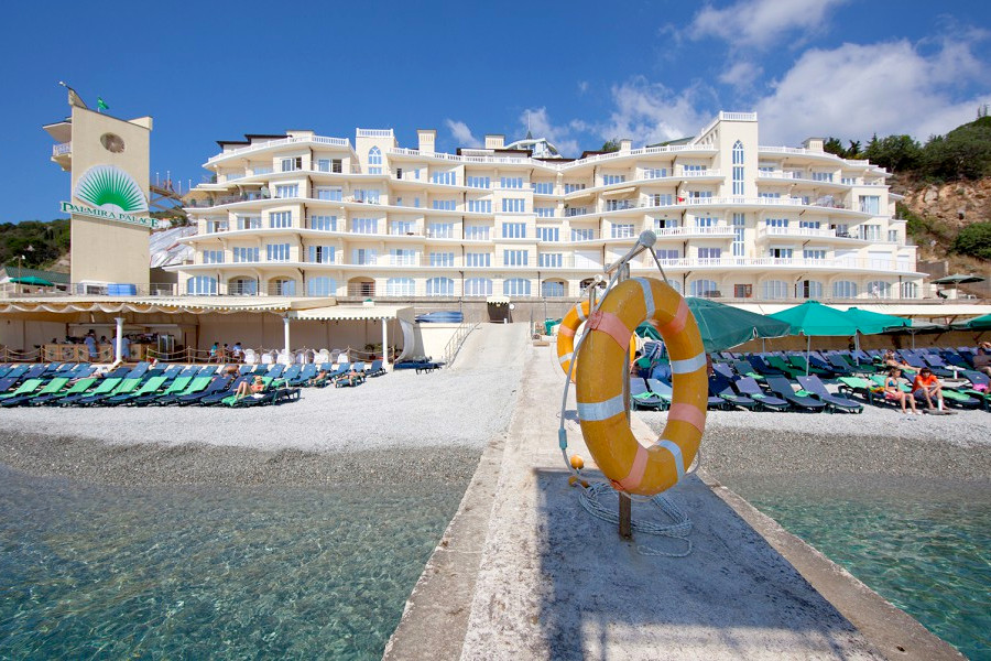 Вид на корпус Сон у моря и пляж отеля Palmira Palace