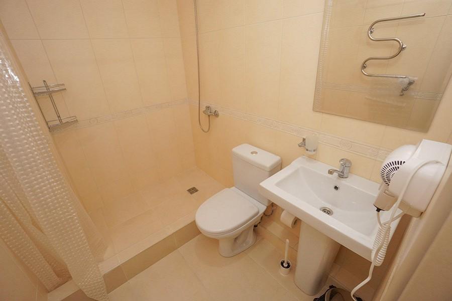 Туалетная комната Стандартного номера в Paradise Beach Hotel