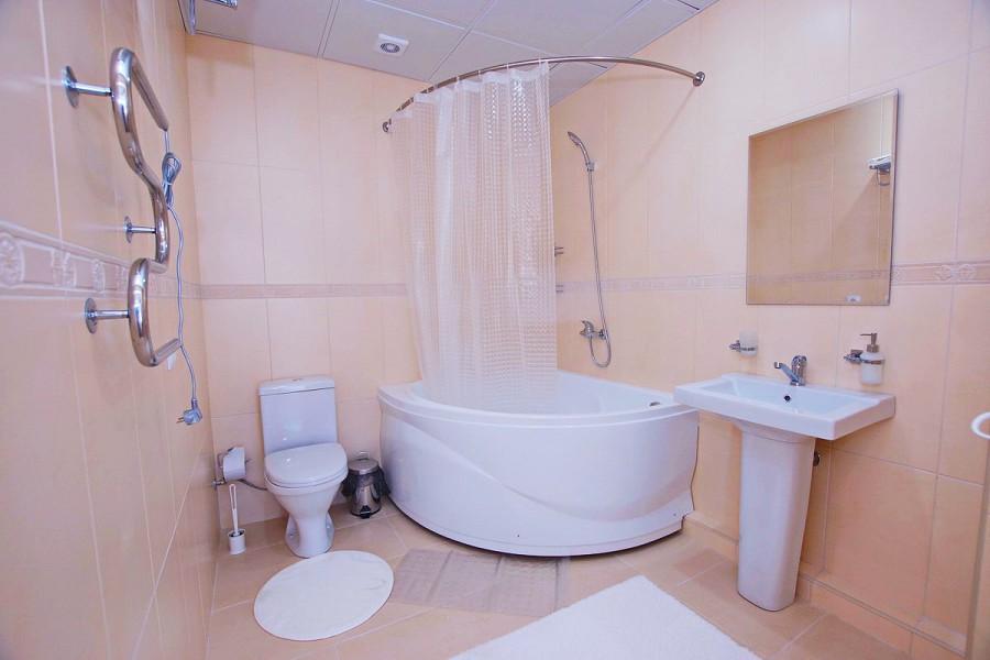 Туалетная комната номера Люкс двухкомнатный в Paradise Beach Hotel