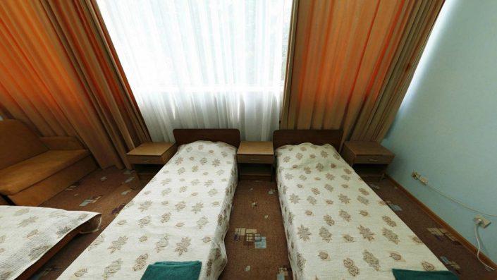 Стандартный трехместный номер в Приморском корпусе гостиничного комплекса Парус