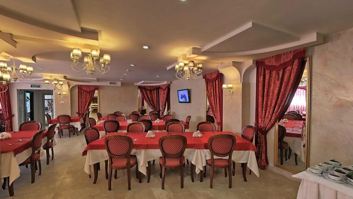 Ресторан Паллада в Главном корпусе гостиничного комплекса Парус