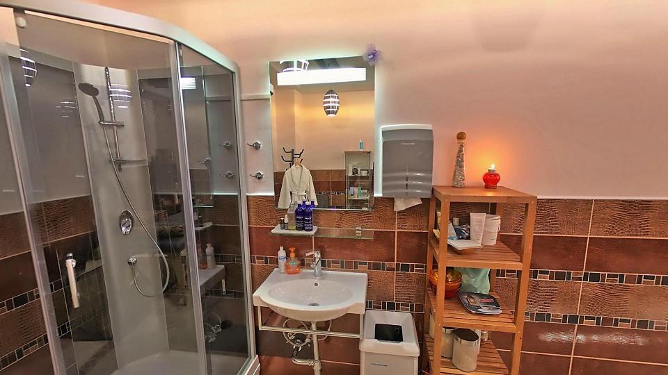 Массажный кабинет в спа-центре гостиничного комплекса Парус