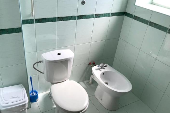 Туалетная комната номера Полулюкс пансионата Парус