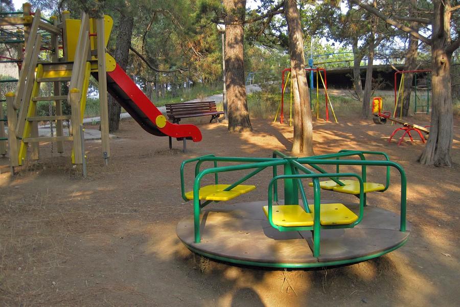 Детская площадка на территории санатория Парус