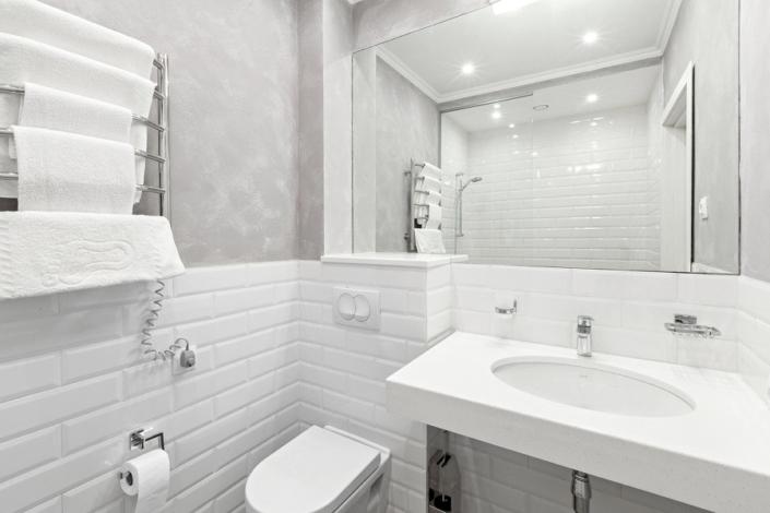 Туалетная комната номера Стандарт в отеле Петр