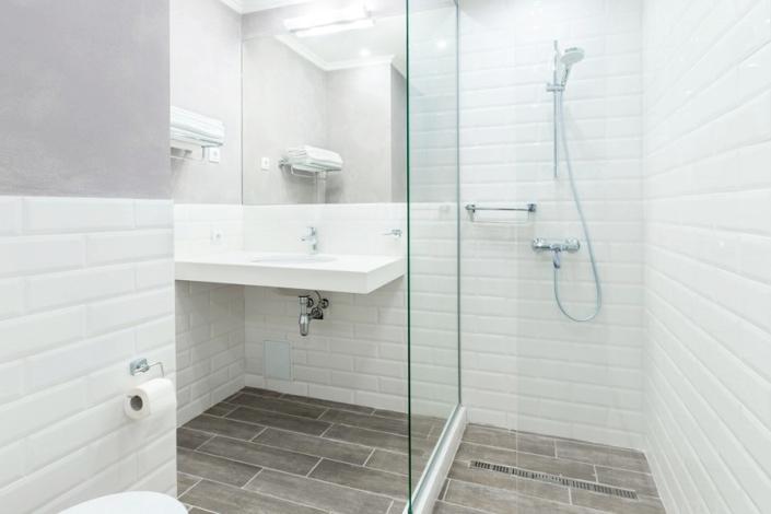 Туалетная комната номера Клубный в отеле Петр