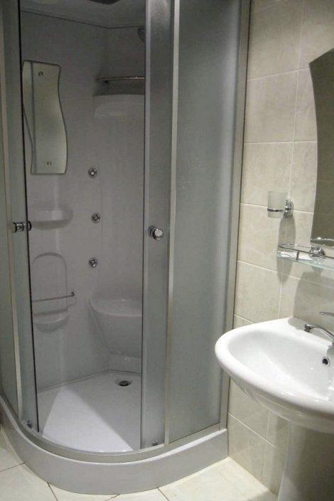 Туалетная комната двухместного номера отеля Пирамида, Красная Поляна, Сочи