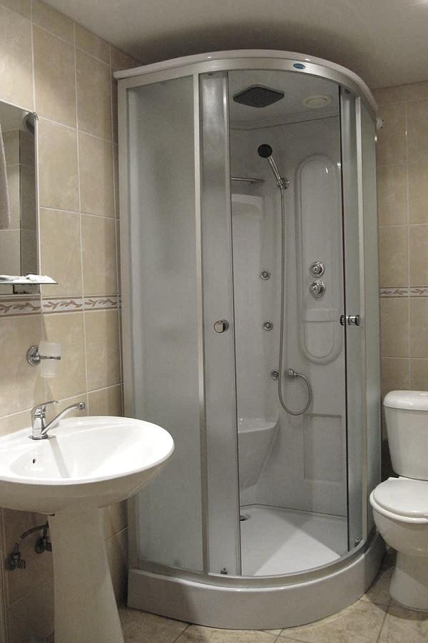 Туалетная комната трехместного номера отеля Пирамида, Красная Поляна, Сочи