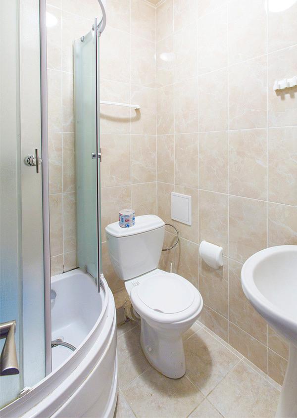 Туалетная комната Улучшенного номера дома отдыха Питиус, Пицунда, Абхазия