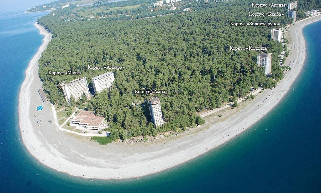 Вид на объединение пансионатов Пицунда в Абхазии