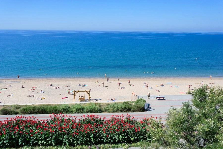 Пляж санатория Полтава-Крым