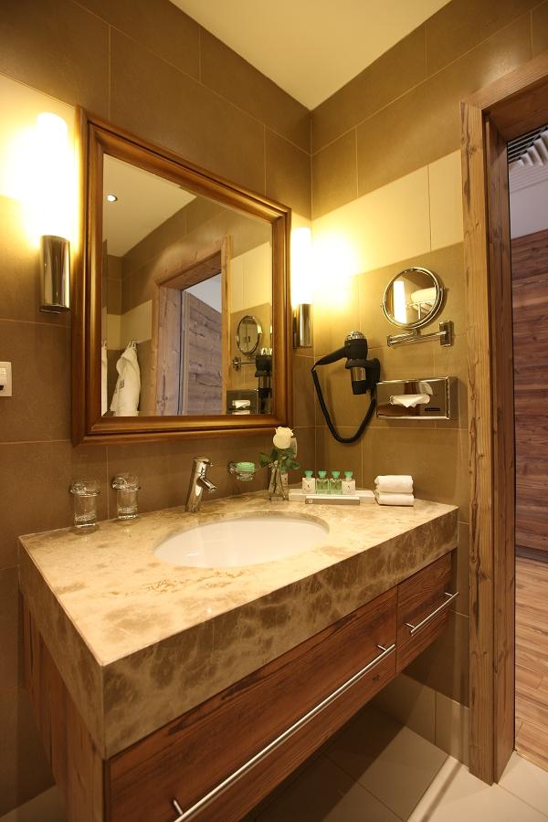Туалетная комната номера Студия гостиничного комплекса Поляна 1389 Отель и Спа, Красная Поляна, Сочи