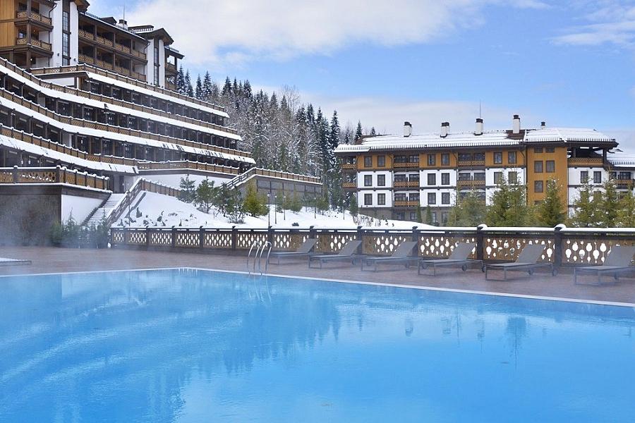 Открытый бассейн гостиничного комплекса Поляна 1389 Отель и Спа, Красная Поляна, Сочи
