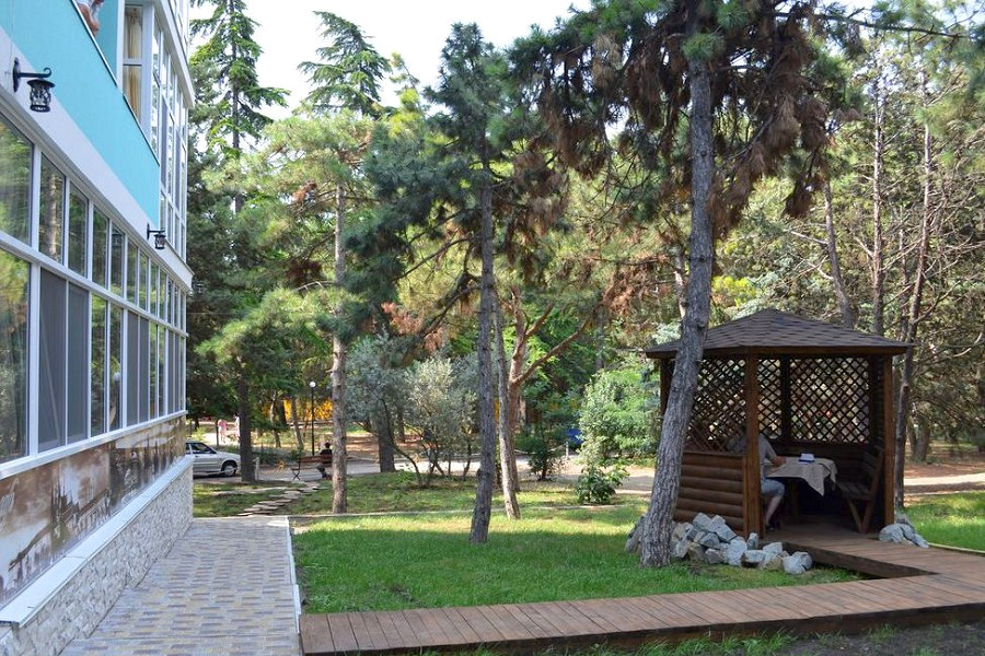 Территория парк-отеля Прага