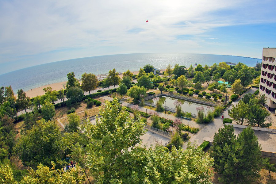 Вид на море из Главного корпуса санатория Приморский