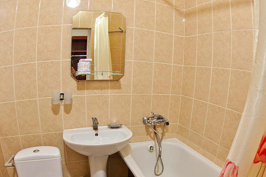 Туалетная комната Стандартного номера в Главном корпусе санатория Приморский