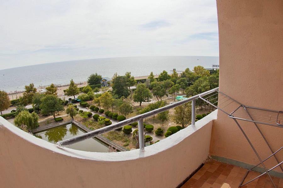 Балкон двухместного номера в Главном корпусе санатория Приморский