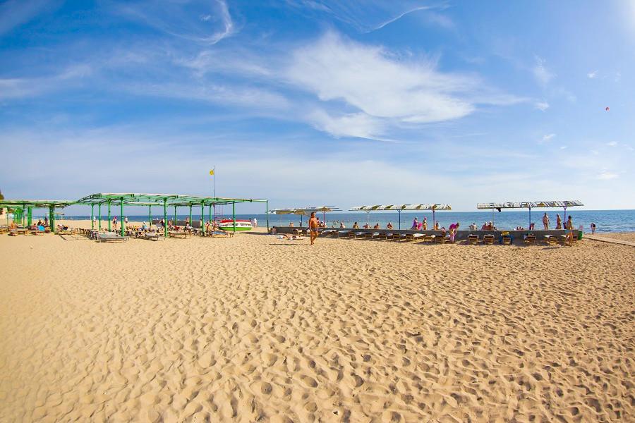 Пляж санатория Приморье