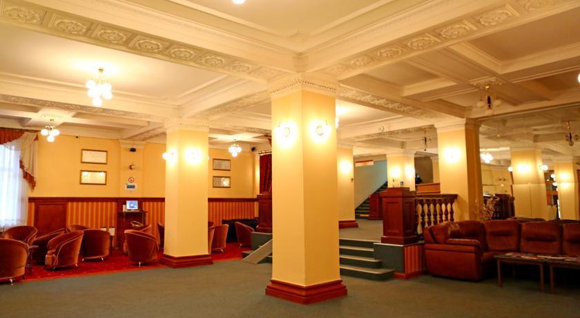 Холл гостиницы Приморская