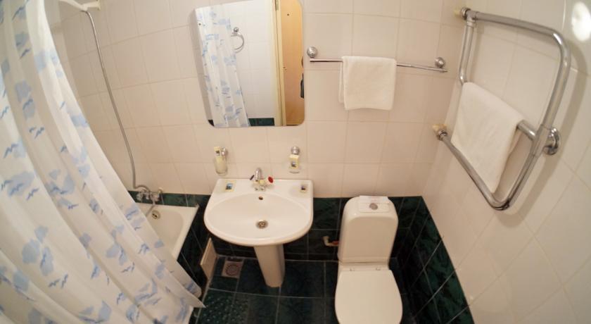 Туалетная комната одноместного однокомнатного номера 1 категории