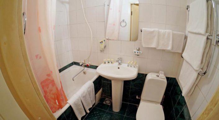 Туалетная комната двухместного однокомнатного номера 1 категории
