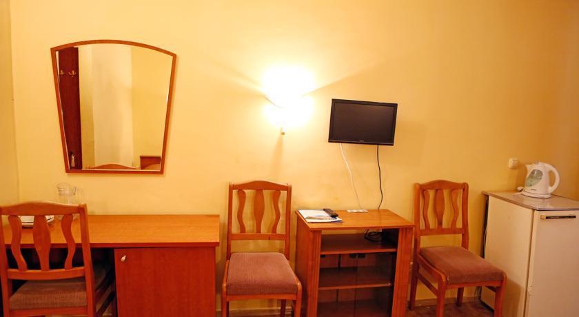 Трехместный однокомнатный номер 2 категории (К3А) гостиницы Приморская