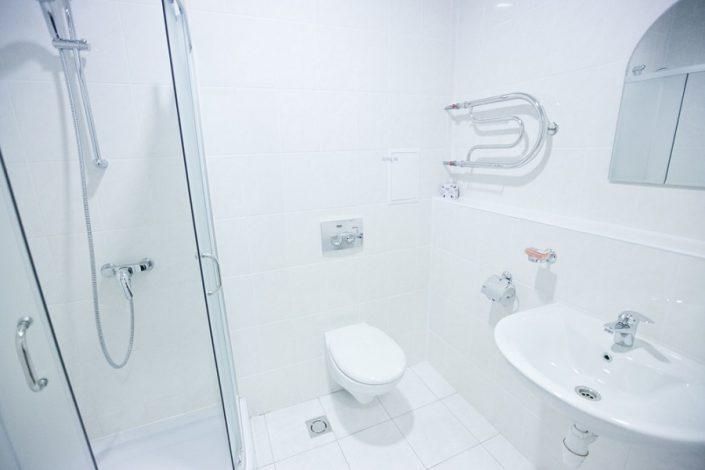Туалетная комната блок из 2-х номеров Эконом отеля Приют Панды