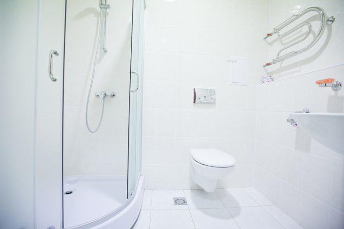 Туалетная комната блока из 3-х номеров Эконом отеля Приют Панды