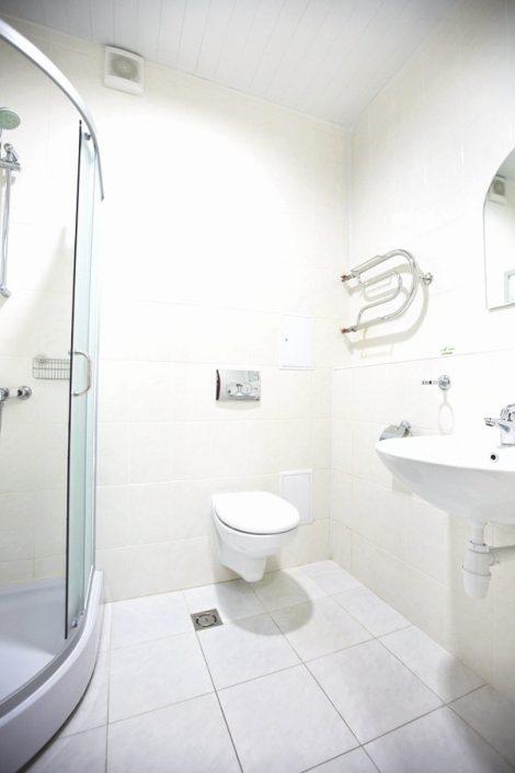 Туалетная комната в хостеле на 10 мест отеля Приют Панды