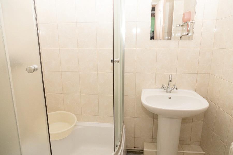 Туалетная комната номера Стандарт в Корпусе 5 пансионата Профессорский уголок