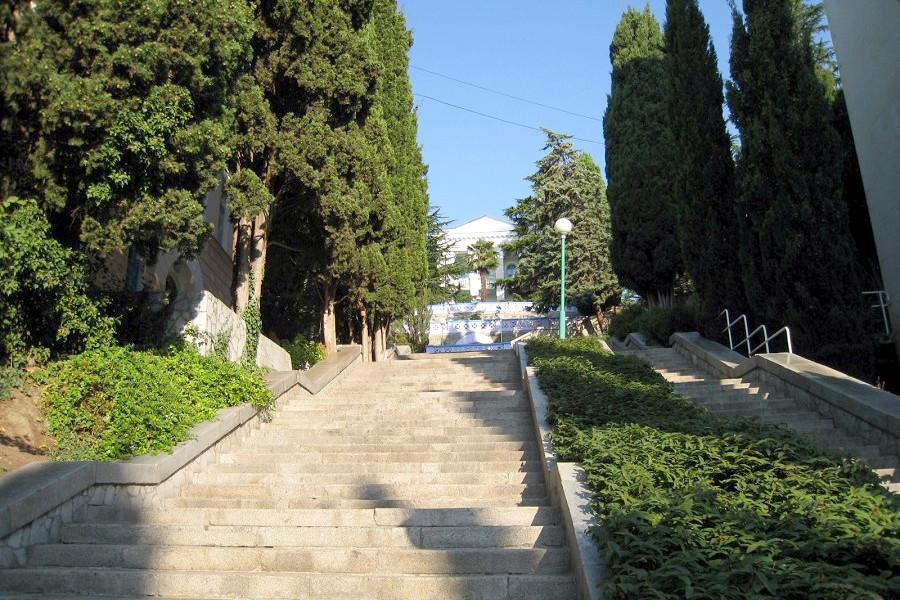Территория пансионата Профессорский уголок