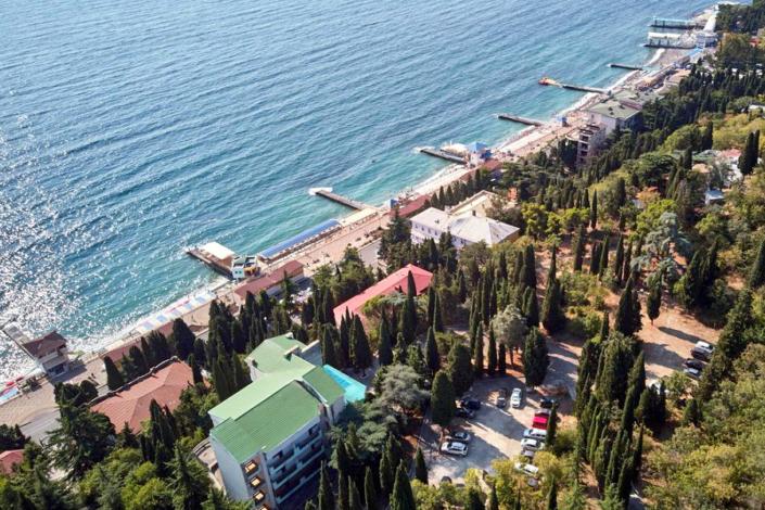 Вид на территорию и пляж пансионата Профессорский уголок