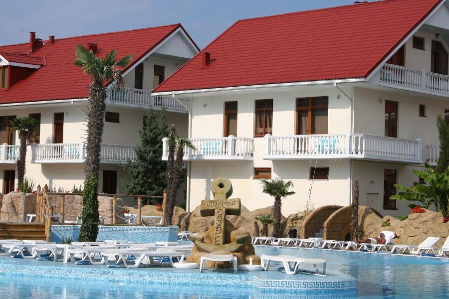 Коттеджи на основной территории отеля Прометей клуб
