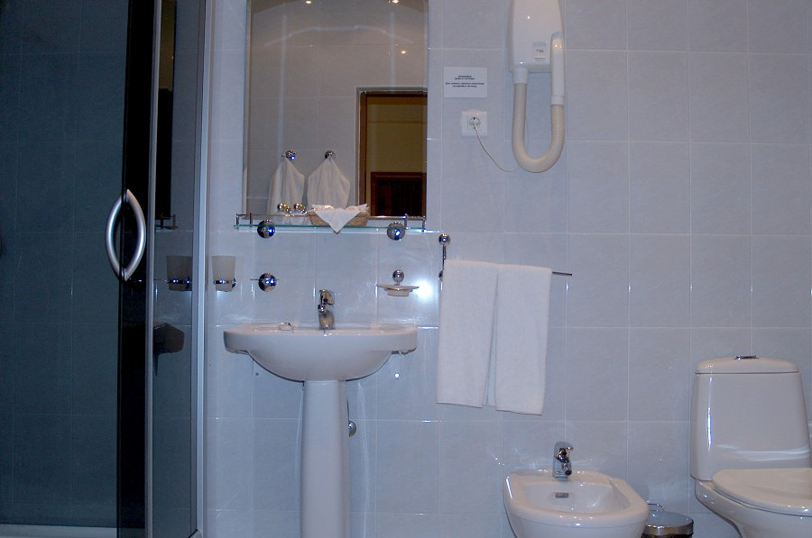 Туалетная комната номера Сюит в Коттедже отеля Прометей клуб