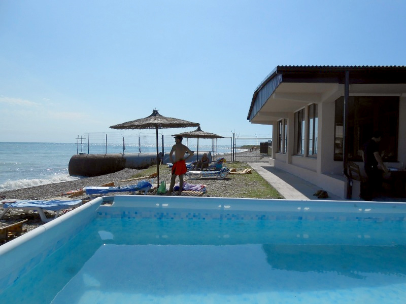 Каркасный бассейн отеля Пшандра, Бамбора, Гудаута, Абхазия