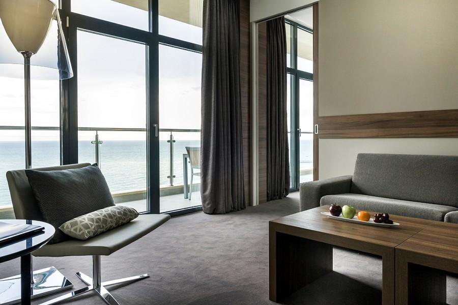Номер Suite Deluxe отеля Pullman Sochi Centre