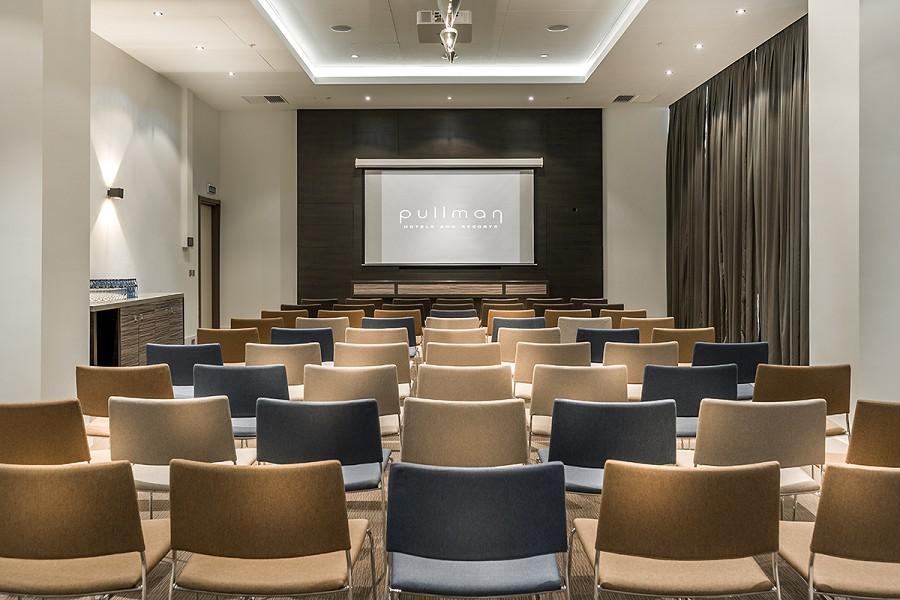Зал Cypress отеля Pullman Sochi Centre, театральная расстановка